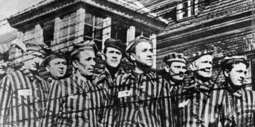 الشرطة الألمانية تلقي القبض على منكرة وقائع الهولوكوست بعد تهربها من تنفيذ العقوبة